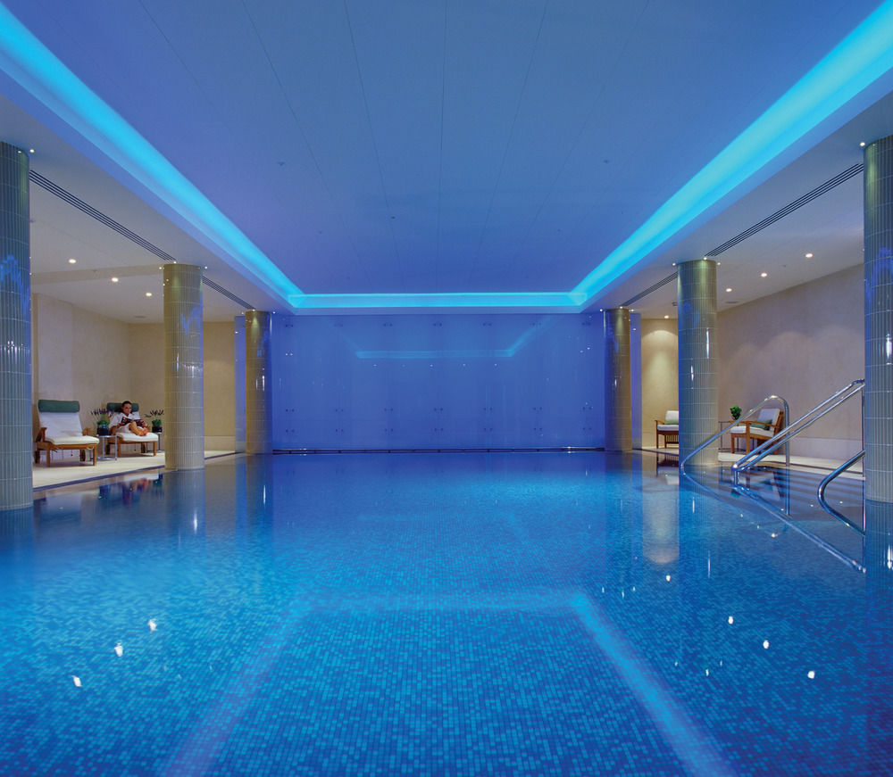 luxury hotel swimming pool