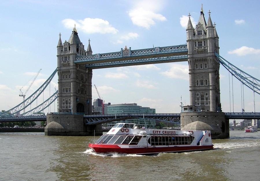 boat cruise london thames river